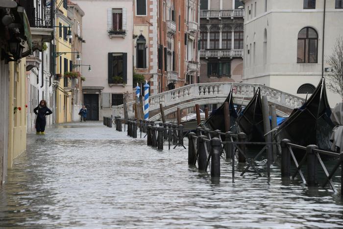 Acqua alta a Venezia, esonda il Sarno