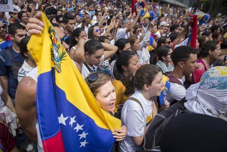 Venezuela, il leader dell'opposizione torna agli arresti domiciliari