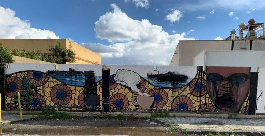 """Vernice nera contro il murale 'Mamma Africa"""" a Messina"""