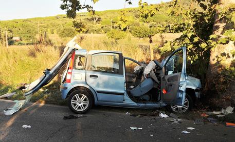 Auto si schianta contro un albero: 3 morti nella bassa Veronese