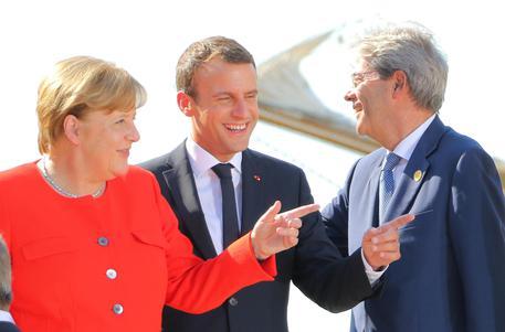 "Vertice a tre Gentiloni Merkel Macron sui migranti: ""Progressi insufficienti"""