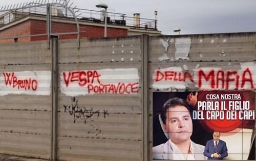 Contestazione anonima contro Vespa nella sede Rai di Catania
