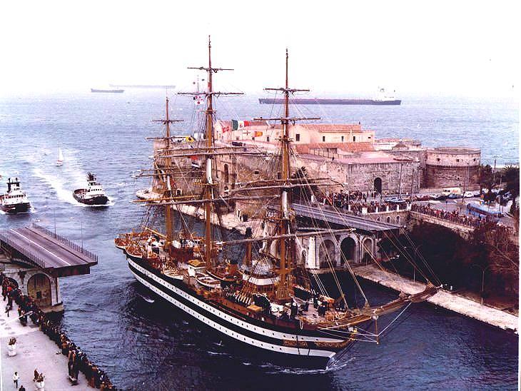 Dodicimila persone in due giorni per nave Vespucci a Taranto