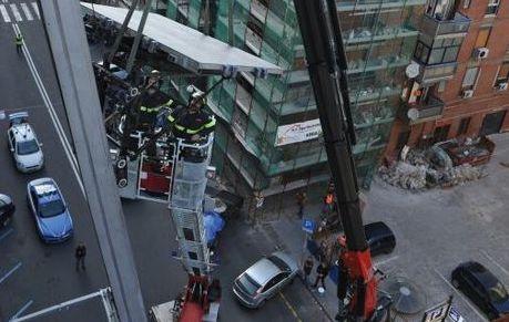 Catania, mobile vola dal settimo piano e danneggia due auto in sosta