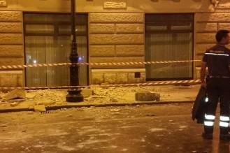 Palermo, crolla il balcone dell'ufficio del Giudice di pace