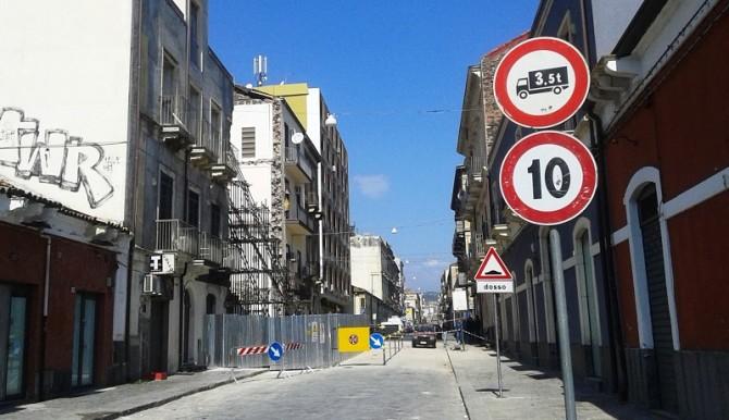 Catania, via Crispi riaperta al transito dopo il crollo di un edificio
