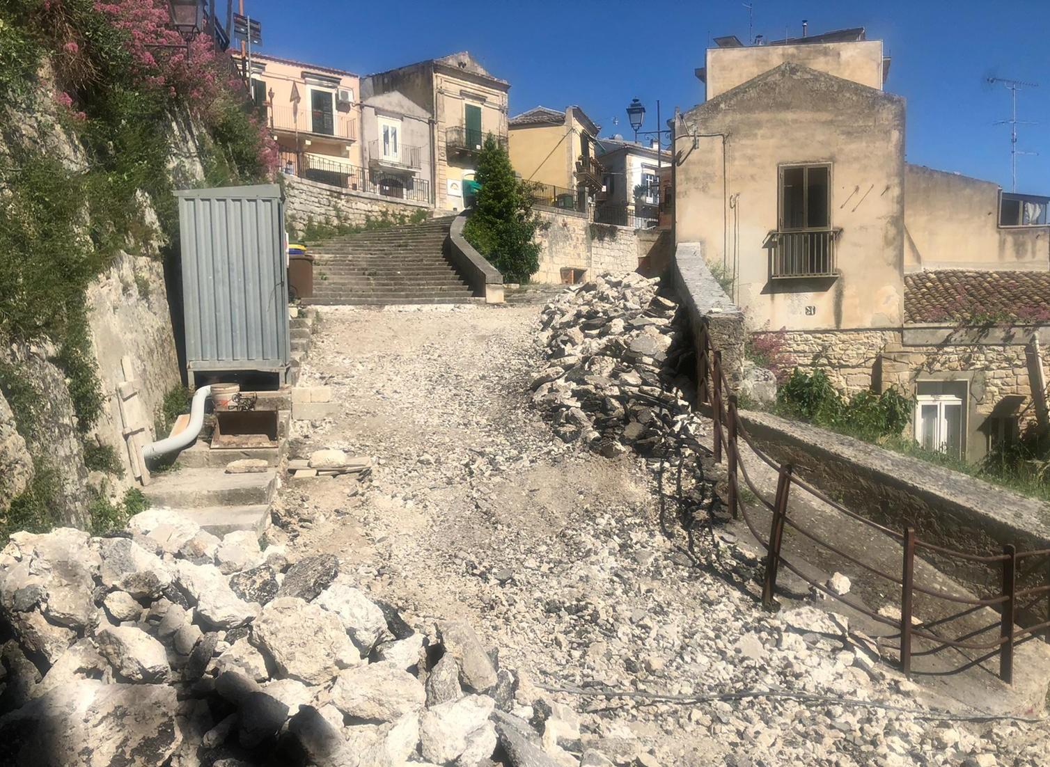 Modica, le basole in via Egitto per riqualificare una zona storica della città