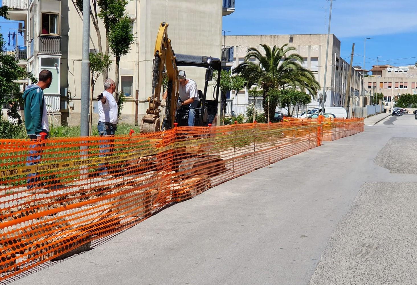 Modica, iniziati i lavori per la sistemazione dei marciapiedi di Via Silla