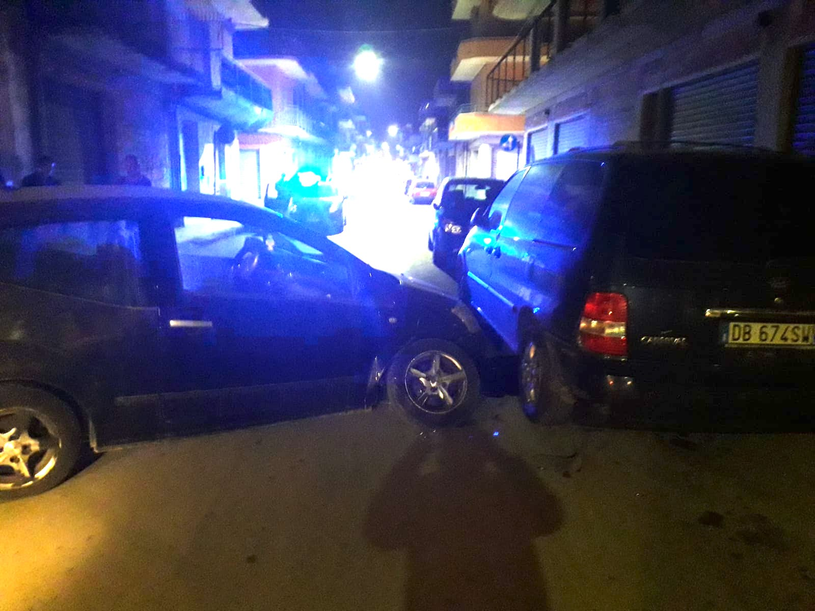 Floridia, guidava in stato di ebrezza: si schianta contro un'auto in sosta