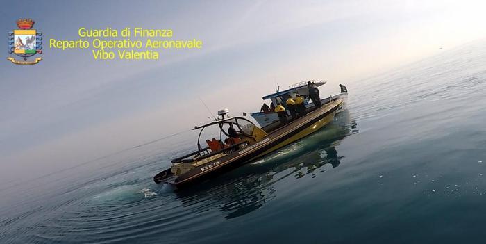 Pescavano novellame di sarda: tre denunciati  dalla Finanza a Crotone