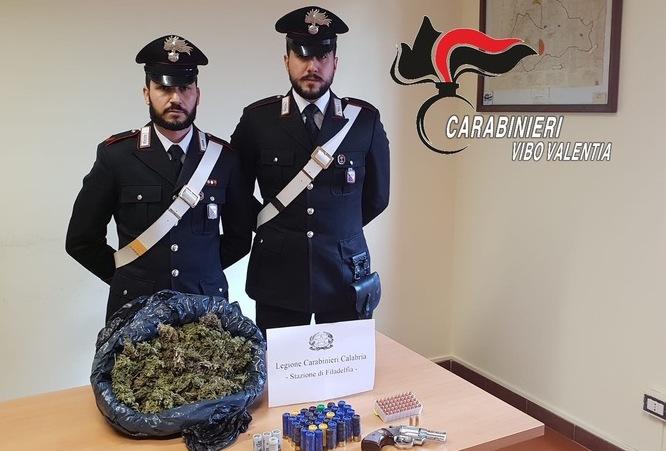 Pistola, munizioni e droga a Vibo Valentia: un arresto