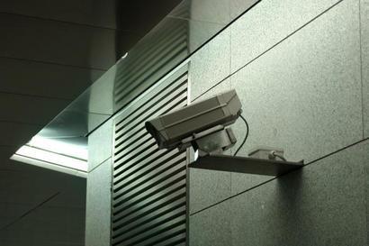 Siracusa, preso mentre tenta di rubare una telecamera per la video sorveglianza