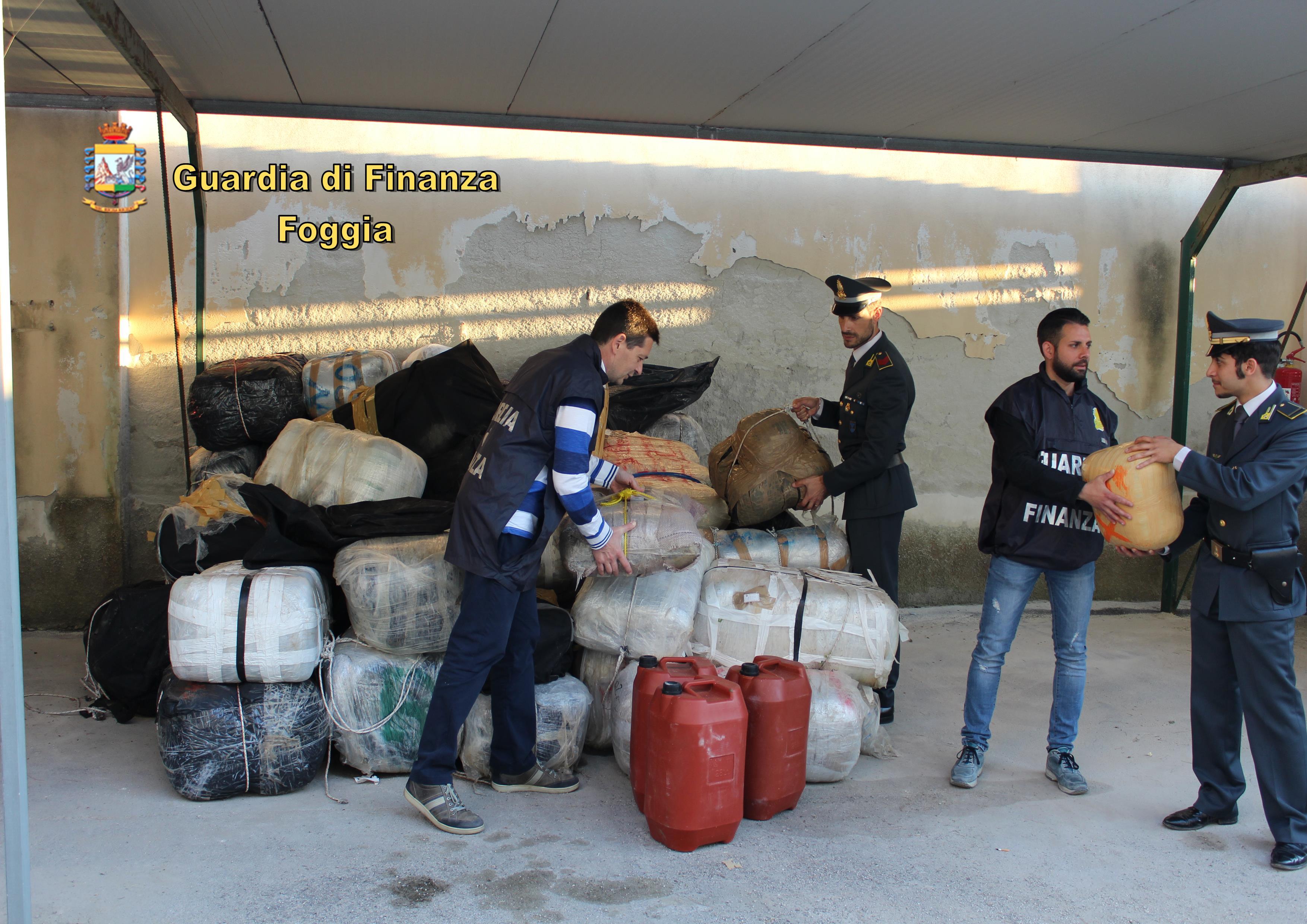 Quattro tonnellate di marijuana su uno yacth: 3 arresti a Vieste