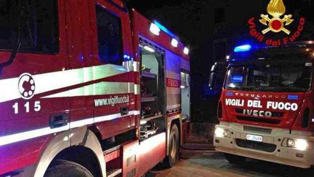 Catania, senza tetto appicca il fuoco ai rifiuti per dormire: viene  salvato