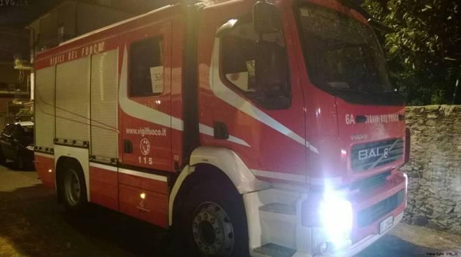 Siracusa, appiccato il fuoco ad un'auto in via Svizzera