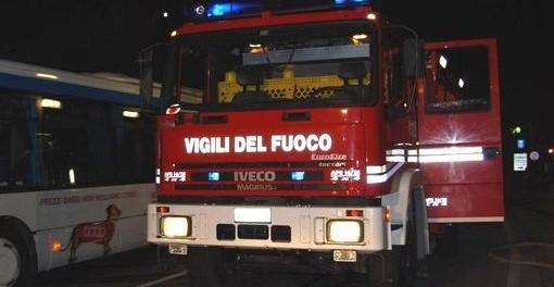 Siracusa, auto a fuoco in via Don Luigi Sturzo