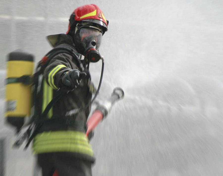 Milano, incendio in una scuola elementare: centinaia di bambini evacuati