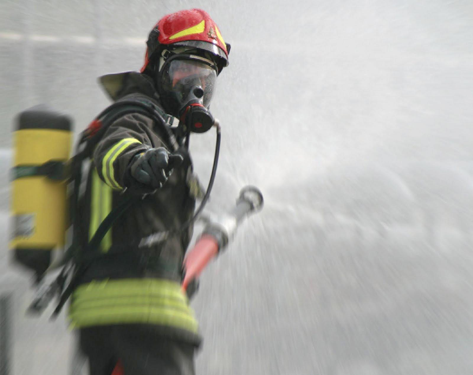 Intimidazioni col fuoco a Siracusa, in fiamme un'autofficina e un'auto