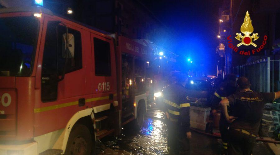 Incendio in un appartamento ad Acireale, famiglia rimane intossicata