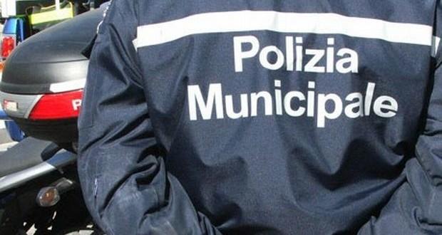 Controlli a Palermo, titolare di un pub aggredisce i vigili urbani