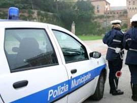 Castelvetrano, sputa ad una vigilessa che gli fa una multa: il video sul web