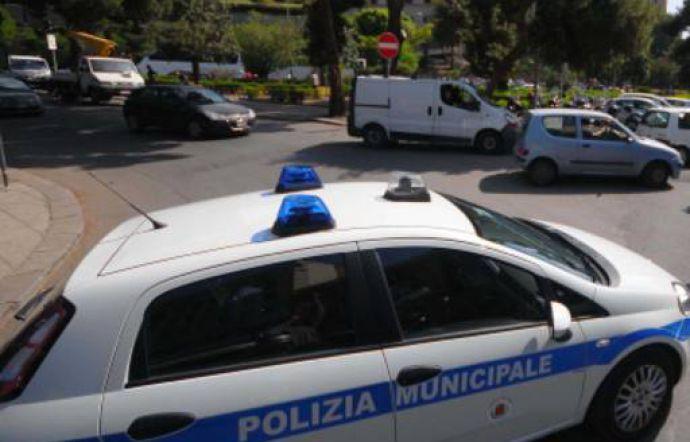 Vigili urbani aggrediti a Palermo, denunciato un automobilista