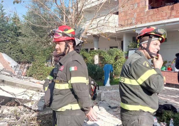 Terremoto in Albania, i morti adesso sono 26: pure i vigili del fuoco italiani a lavoro
