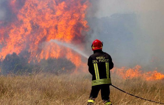 Incendi: dalle Regioni del Nord i mezzi dei vigili del fuoco verso la Sicilia