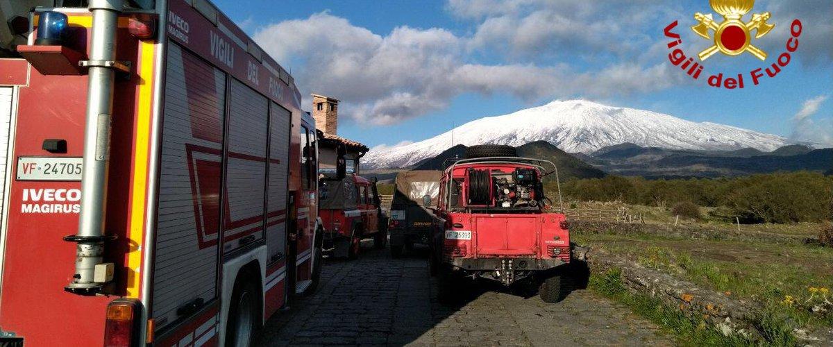 Coppia tedesca si perde sull'Etna: salvati dai pompieri