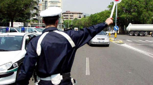Venti lavoratori rientrati a Pozzallo: quarantena vigilata dalla polizia locale