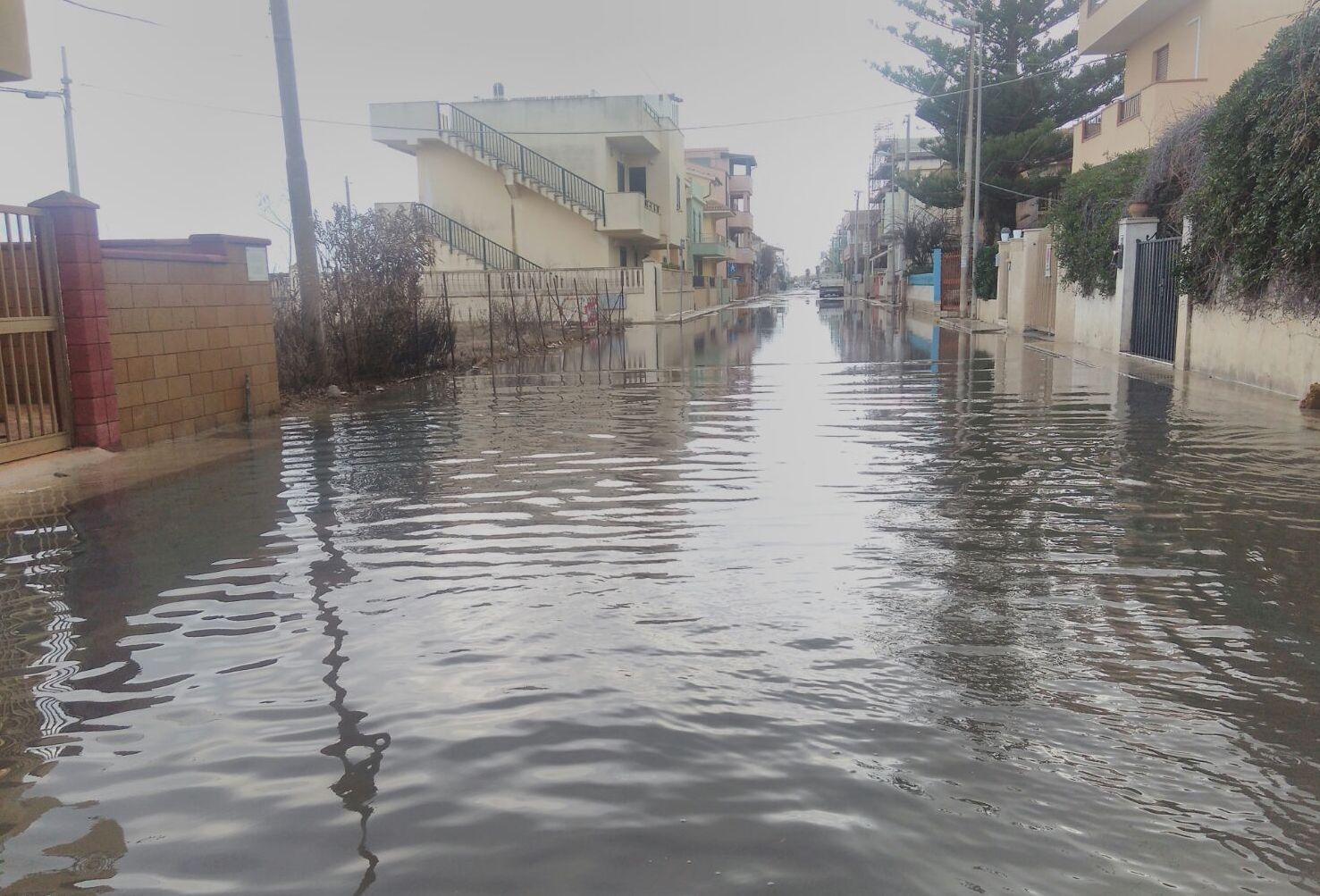 Emergenza ambientale a Marzamemi, da 8 giorni liquami di fogna in mare