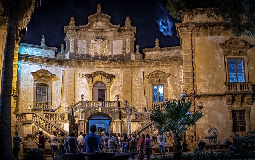 "Notte a Villa Palagonia: visite serali alla ""Dimora dei Mostri"" di Bagheria"
