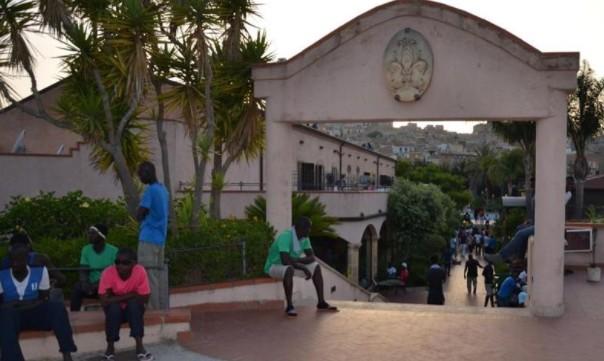 Proteste a Siculiana per l'arrivo di altri 40 migranti da Lampedusa