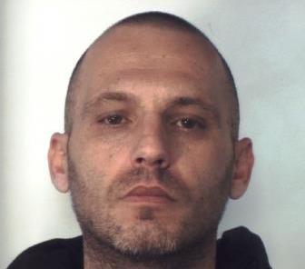 Presunto pusher arrestato a Catania, aveva droga suddivisa in dosi