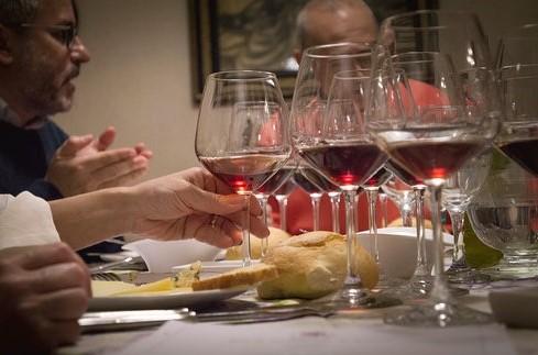 """Vittoria, conclusa l'iniziativa """"Conviviali vino e cibo"""" in un palazzo Liberty"""