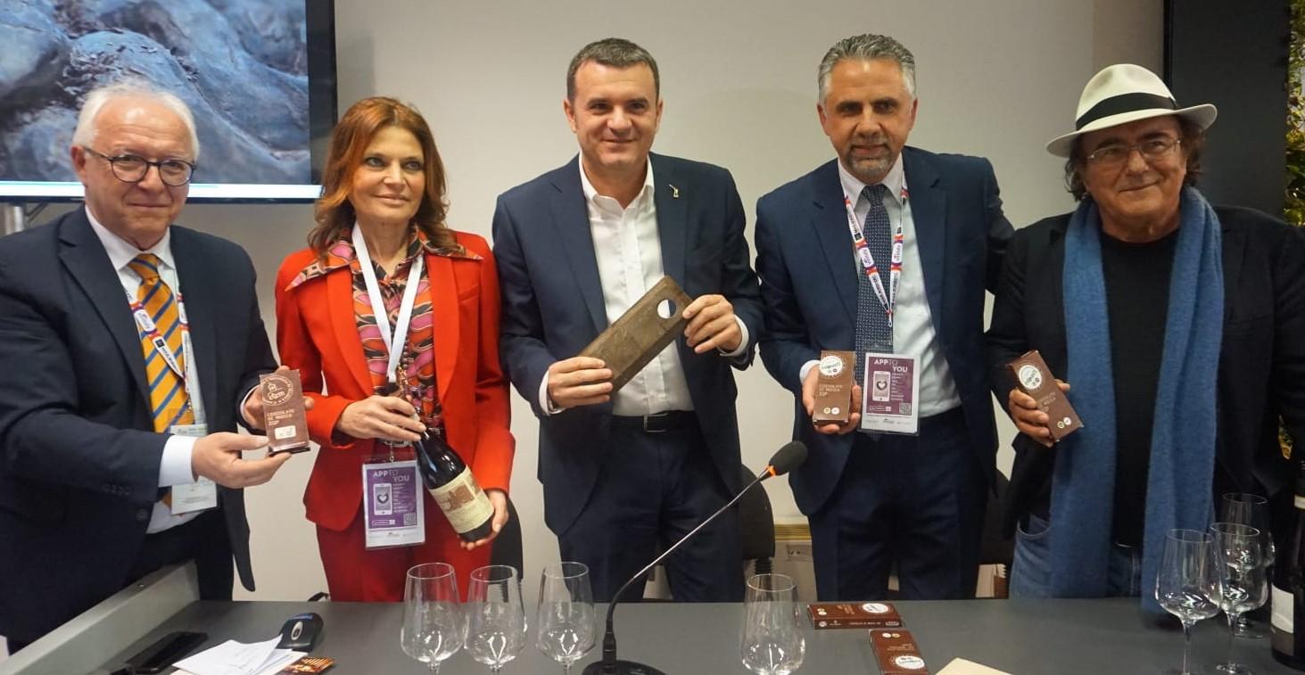 Il ministro Centinaio a Vinitaly Verona esalta il cioccolato di Modica