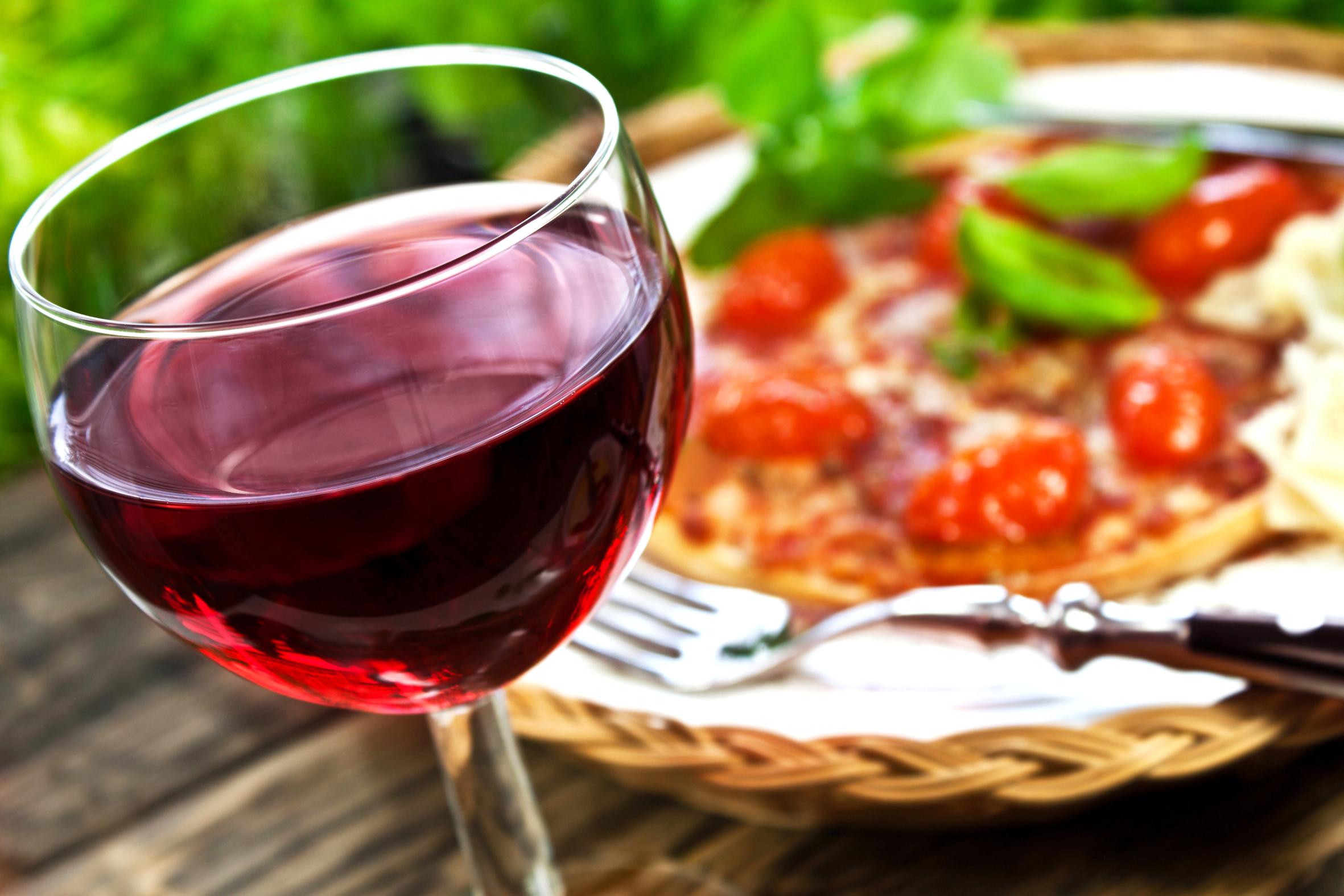 """Consumi, Coldiretti: """"Il vino torna a tavola, +5% Doc e +6% spumanti"""""""