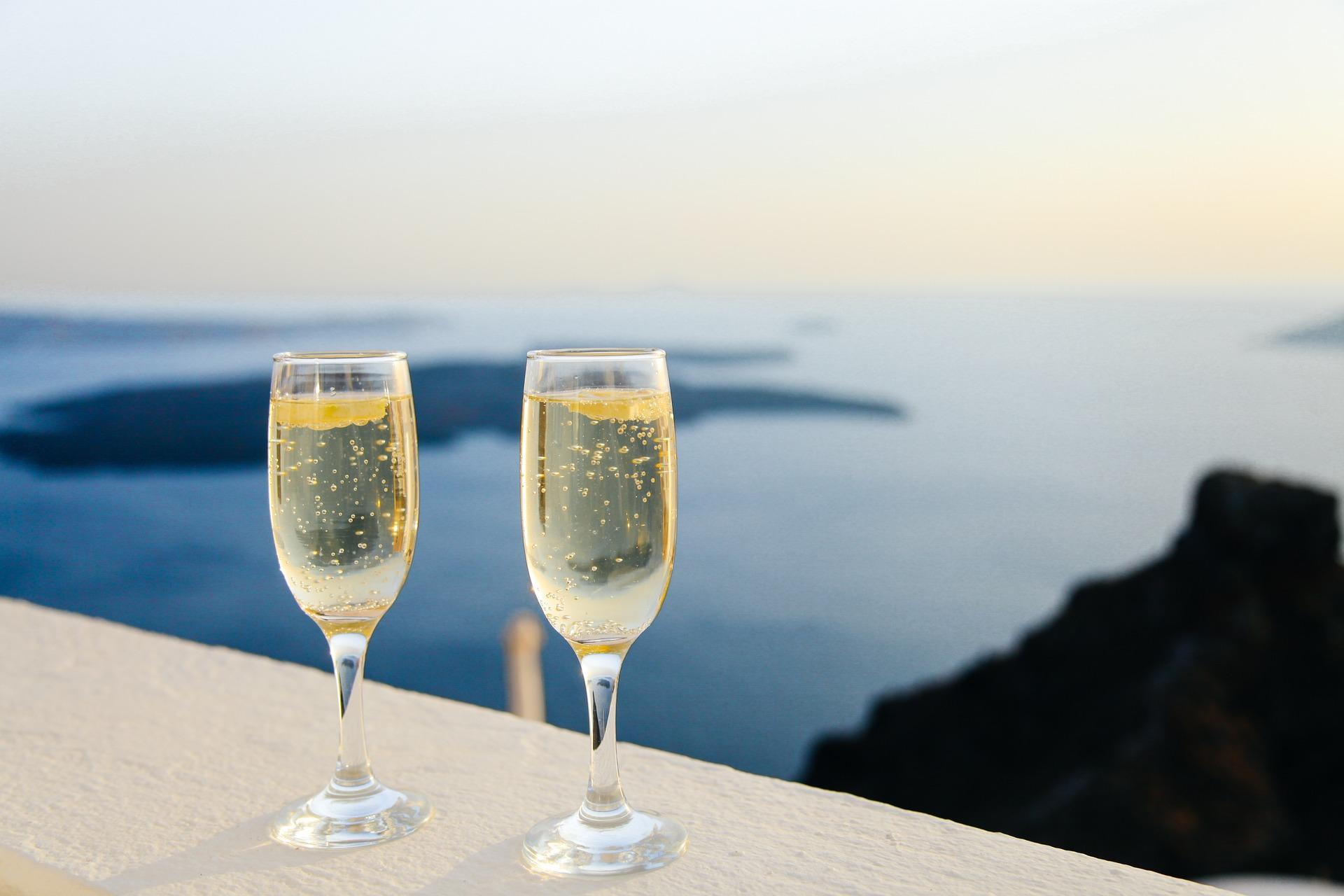 Passione vino: crescono del 2,8% i consumi in Italia, record di medaglie per le bollicine