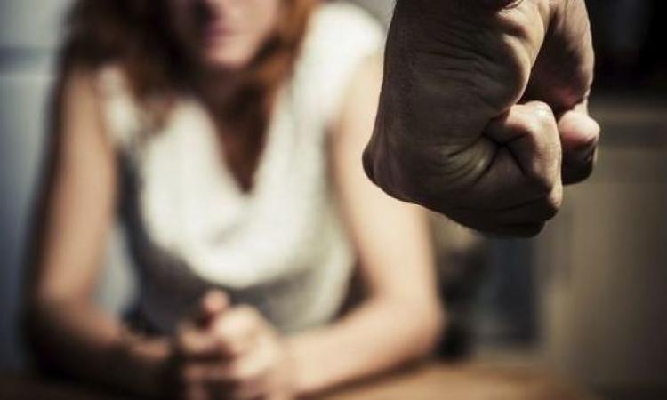 Pugni e schiaffi alla moglie, 56enne arrestato ad Ercolano