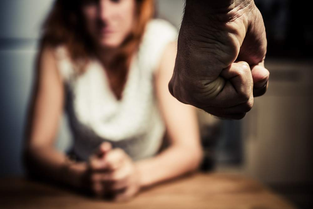 Botte e insulti alla moglie, la Procura di Catania fa arrestare il marito