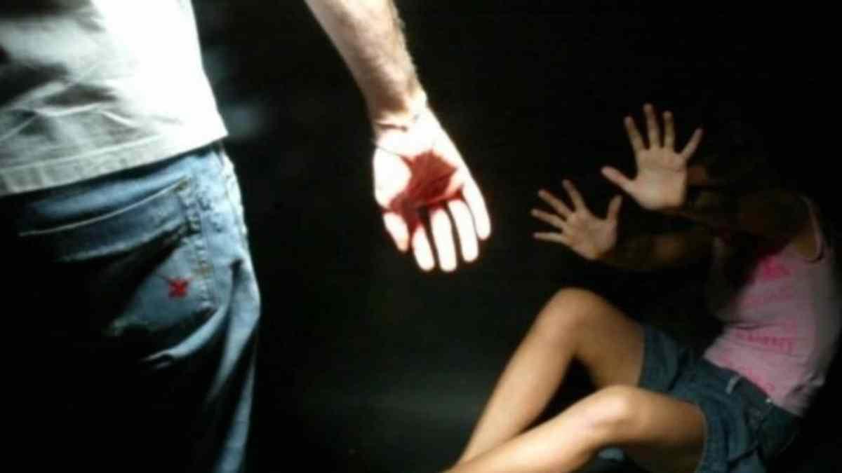Filma la tentata violenza sulla compagna per 'rovinarla': arrestato a Catania