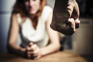 Catania, è accecato dalla gelosia e picchia la moglie: arrestato