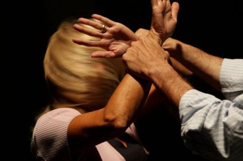 Pachino, stanca dei maltrattamenti denuncia il marito violento