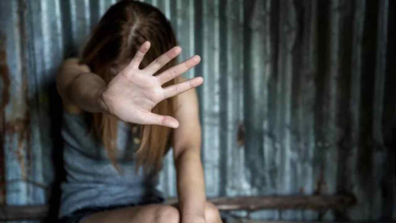 Ragusa, abusò per anni della figlia della convivente: 9 anni definitivi