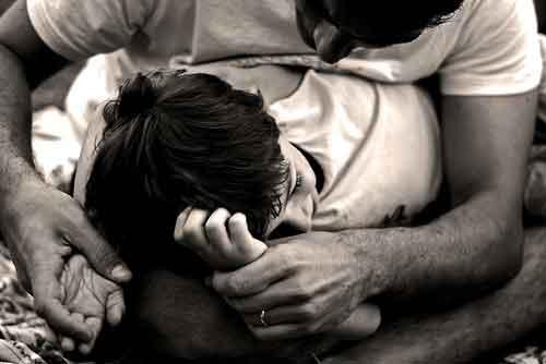 """Giarre, """"abusavano"""" di una famiglia con ritardi mentali : 2 arresti"""