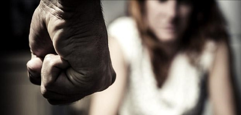 Picchiata dal compagno, abortisce: un arresto a Procida