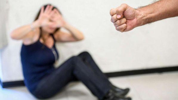Trento, stupra la ex davanti al figlio minore: sette anni di carcere