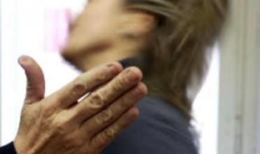 Gravina di Catania, picchia la fidanzata per gelosia: arrestato