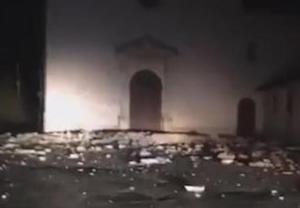 Forte scossa di terremoto nel Centro Italia di magnitudo 5.4,  gente in strada