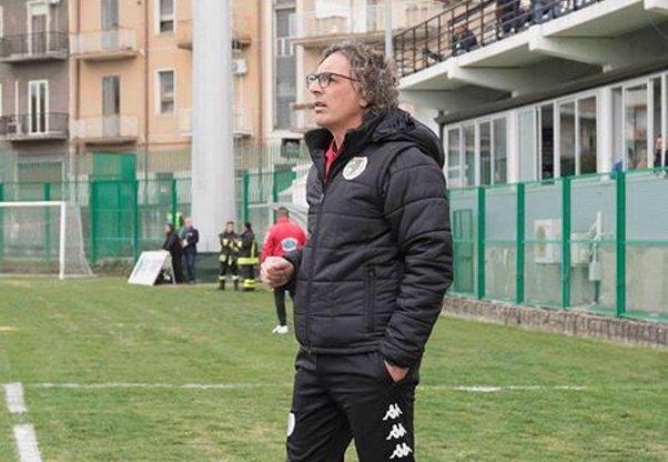 Calcio, alla Sicula Leonzio basta non perdere col Bisceglie per restare in serie C